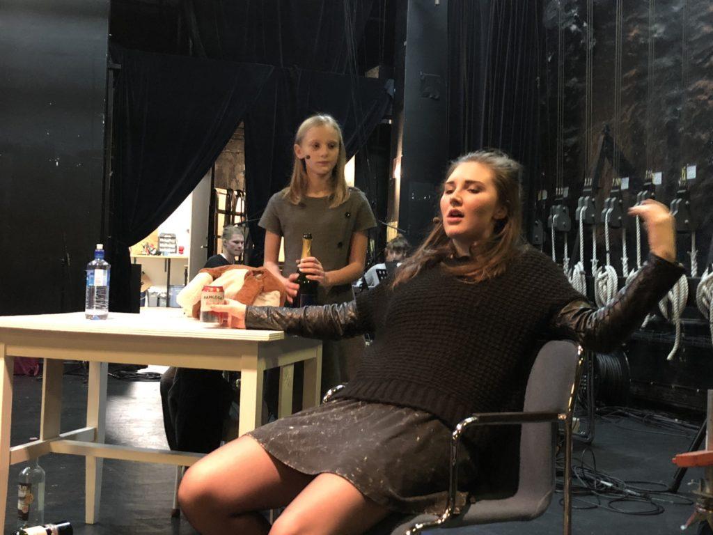 Dina Holm och Leonie-Cornelia Jägbring och Rut Silverbris